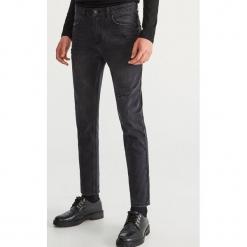 Przecierane jeansy - Czarny. Czarne jeansy męskie Reserved. Za 149,99 zł.
