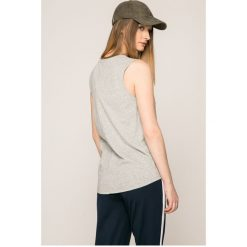 Tommy Jeans - Top. Szare topy damskie marki Tommy Jeans, l, z aplikacjami, z bawełny, z okrągłym kołnierzem. W wyprzedaży za 119,90 zł.