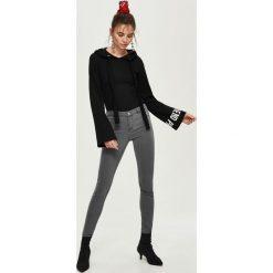 Spodnie z wysokim stanem: Jeansy skinny mid-waist - Szary