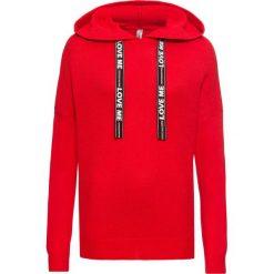 Swetry klasyczne damskie: Sweter dzianinowy z drukowanymi paskami bonprix truskawkowy
