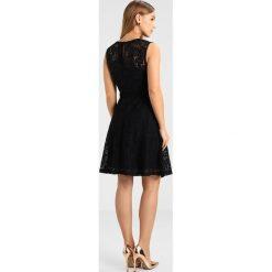 Sukienki hiszpanki: Dorothy Perkins Petite DRESS WITH CAP SLEEVE Sukienka koktajlowa black
