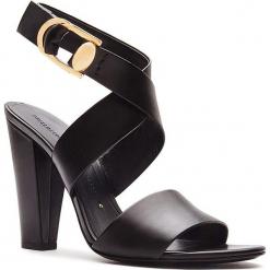 Skórzane sandały w kolorze czarnym. Czarne sandały damskie Stella Luna, w paski, ze skóry, na obcasie. W wyprzedaży za 591,95 zł.