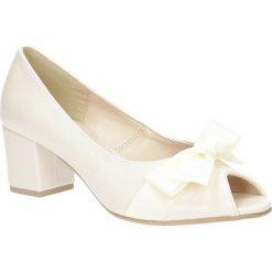 Czółenka na słupku Casu 1783. Szare buty ślubne damskie Casu, na słupku. Za 69,99 zł.