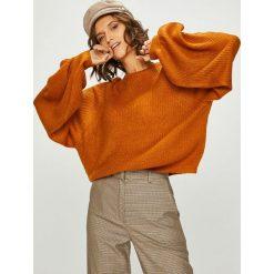 Answear - Sweter. Brązowe swetry klasyczne damskie ANSWEAR, l, z dzianiny, z okrągłym kołnierzem. W wyprzedaży za 79,90 zł.
