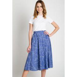 Spódniczki rozkloszowane: Niebieska spódnica midi we wzory BIALCON