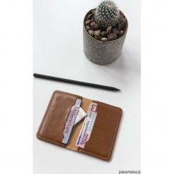 Skórzane mini portfel na karty płatnicze. Czerwone portfele damskie marki Pakamera. Za 90,00 zł.