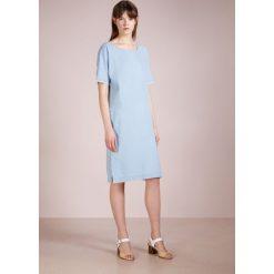 Sukienki hiszpanki: CLOSED ORCHID Sukienka jeansowa bleached out
