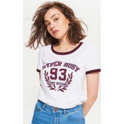 Koszulka w stylu lat 90-tych - Biały. Białe t-shirty damskie marki Cropp, l. Za 29,99 zł.