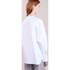 Vanessa Bruno HELISE Koszula blanc. Białe koszule wiązane damskie Vanessa Bruno, z bawełny. W wyprzedaży za 527,60 zł.