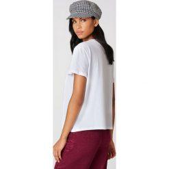 NA-KD T-shirt z haftem w kwiaty - White. Szare t-shirty damskie marki NA-KD, z bawełny, z podwyższonym stanem. Za 60,95 zł.