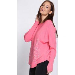 Różowy Sweter Fantasma. Czerwone swetry klasyczne damskie Born2be, l, z okrągłym kołnierzem. Za 89,99 zł.
