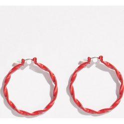 Kolczyki - Czerwony. Czerwone kolczyki damskie marki Sinsay. Za 9,99 zł.