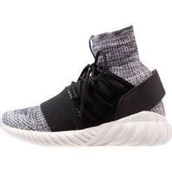 Adidas Originals TUBULAR DOOM PK Tenisówki i Trampki wysokie core black/grey three/tech ink. Szare tenisówki damskie marki adidas Originals, z gumy. W wyprzedaży za 559,20 zł.