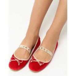Czerwone Baleriny Rivia. Czerwone baleriny damskie lakierowane vices, z materiału, na obcasie. Za 29,99 zł.