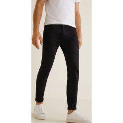 Mango Man - Jeansy Jude3. Czarne jeansy męskie Mango Man, z bawełny. Za 139,90 zł.