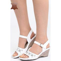 Białe Skórzane Sandały Contact. Białe sandały damskie marki Born2be, z materiału, na koturnie. Za 99,99 zł.