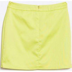 Guess Jeans - Spódnica dziecięca 118-166 cm. Żółte minispódniczki marki Guess Jeans, z aplikacjami, z elastanu, proste. W wyprzedaży za 79,90 zł.