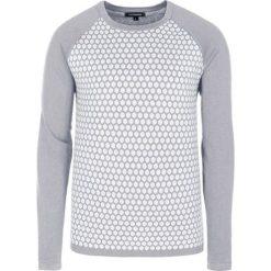 Swetry klasyczne męskie: Sweter w kolorze szaro-białym