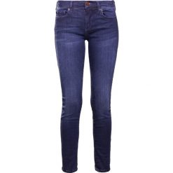 True Religion CASEY STRETCH Jeansy Slim Fit basic indigo. Niebieskie rurki damskie True Religion. W wyprzedaży za 639,20 zł.