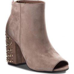 Botki CARINII - B4351 H28-000-000-C00. Brązowe buty zimowe damskie Carinii, z nubiku. W wyprzedaży za 259,00 zł.