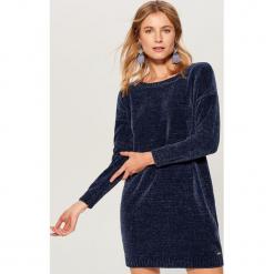 Szenilowa sukienka - Niebieski. Czerwone sukienki marki Mohito, z bawełny. Za 119,99 zł.