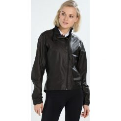 Gore Wear Kurtka przejściowa black. Czarne kurtki damskie softshell Gore Wear, z materiału, outdoorowe. W wyprzedaży za 944,30 zł.