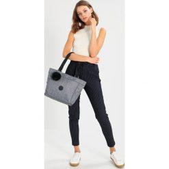 Kipling NEW SHOPPER MEDIUM Torba na zakupy cotton jeans. Niebieskie torebki klasyczne damskie Kipling, z jeansu. Za 299,00 zł.