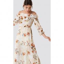 Trendyol Sukienka maxi z odkrytymi ramionami - Beige. Szare długie sukienki marki Trendyol, na co dzień, z elastanu, casualowe, dopasowane. Za 202,95 zł.