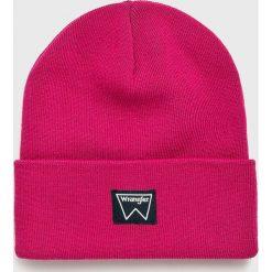 Wrangler - Czapka. Różowe czapki zimowe męskie Wrangler, na zimę, z dzianiny. Za 79,90 zł.