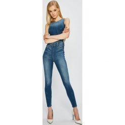 Guess Jeans - Kombinezon. Szare kombinezony damskie marki Guess Jeans, m, z aplikacjami, z bawełny, z okrągłym kołnierzem, bez rękawów. W wyprzedaży za 539,90 zł.