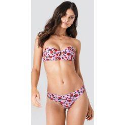 J&K Swim X NA-KD Gładki dół bikini - Pink. Różowe bikini J&K Swim x NA-KD. W wyprzedaży za 20,48 zł.