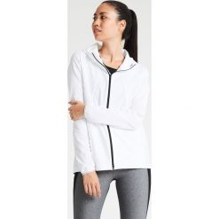 Under Armour OUTRUN THE STORM Kurtka do biegania white. Białe kurtki sportowe damskie marki Under Armour, m, z elastanu. W wyprzedaży za 239,85 zł.