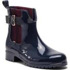 Kalosze TOMMY HILFIGER - FW0FW03713 Midnight 403. Czarne buty zimowe damskie marki TOMMY HILFIGER, z materiału, z okrągłym noskiem, na obcasie. Za 399,00 zł.