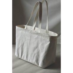 Torba z washpapa z zamkiem. Białe torby na ramię męskie Pakamera, ze skóry. Za 250,00 zł.