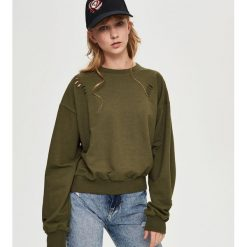 Bluzy damskie: Bluza z dziurami – Zielony