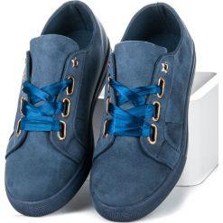 LIZETTE zamszowe trampki ze wstążką. Niebieskie tenisówki damskie Ideal Shoes, z zamszu. Za 89,90 zł.