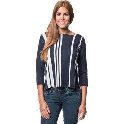 Sweter w kolorze granatowo-białym. Niebieskie swetry klasyczne damskie marki Benetton, xs, z okrągłym kołnierzem. W wyprzedaży za 129,95 zł.