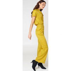 NA-KD Żakardowa koszula z krótkim rękawem - Yellow. Żółte koszule damskie NA-KD, z żakardem, z krótkim rękawem. Za 40,95 zł.