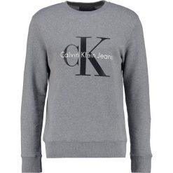 Calvin Klein Jeans CREW NECK Bluza mid grey heather. Szare kardigany męskie Calvin Klein Jeans, m, z bawełny. Za 419,00 zł.