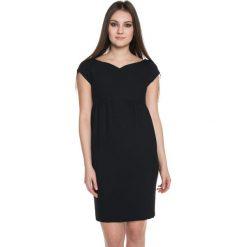 Czarna sukienka z delikatnym marszczeniem  BIALCON. Czarne sukienki koktajlowe BIALCON. W wyprzedaży za 109,00 zł.