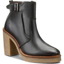 Botki MARC O'POLO - 608 13536201 103 Black 990. Czarne buty zimowe damskie Marc O'Polo, z materiału, na obcasie. W wyprzedaży za 449,00 zł.