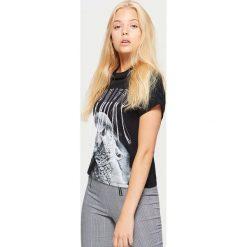 Bluzki, topy, tuniki: Koszulka z podwiniętym rękawem - Czarny