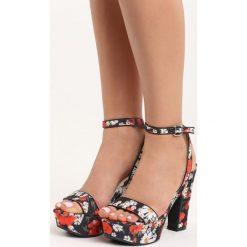 Czarne Sandały Poppies. Czarne sandały damskie na słupku Born2be, w kwiaty, na wysokim obcasie. Za 69,99 zł.
