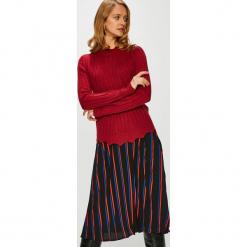 Jacqueline de Yong - Sweter. Brązowe swetry klasyczne damskie Jacqueline de Yong, l, z dzianiny, z okrągłym kołnierzem. Za 89,90 zł.