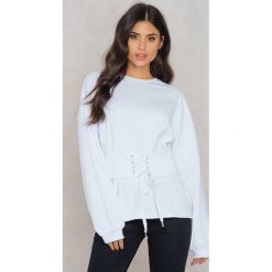 Bluzy rozpinane damskie: Rut&Circle Bluza z podkreśloną talią Elina - White