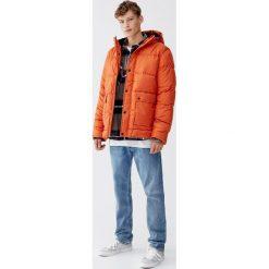 Pikowana kurtka z kapturem. Brązowe kurtki męskie pikowane Pull&Bear, m, z kapturem. Za 159,00 zł.