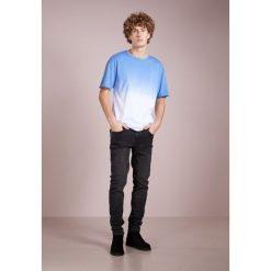 True Religion Tshirt z nadrukiem blue. Niebieskie koszulki polo True Religion, m, z nadrukiem, z bawełny. Za 339,00 zł.