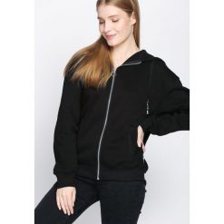 Czarna Bluza Awesome. Fioletowe bluzy z kieszeniami damskie marki NA-KD, z napisami, z długim rękawem, długie, z kapturem. Za 89,99 zł.
