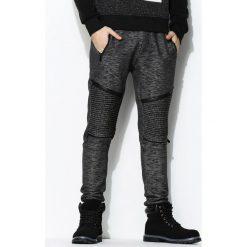 Ciemnoszare Spodnie Dresowe Too Good. Czarne spodnie dresowe męskie marki Born2be, m, z nadrukiem, z dresówki, z kapturem. Za 44,99 zł.