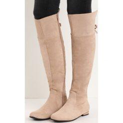 Beżowe Kozaki Pesky Chick. Brązowe buty zimowe damskie marki Born2be, na płaskiej podeszwie. Za 69,99 zł.